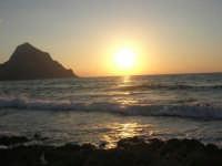 rapiti da un tramonto sul Golfo del Cofano (1) - 2 settembre 2007   - San vito lo capo (705 clic)