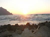 rapiti da un tramonto sul Golfo del Cofano (2) - 2 settembre 2007   - San vito lo capo (864 clic)