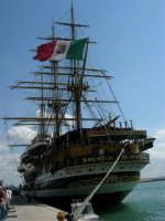 L'Amerigo Vespucci, attraccata al porto in occasione della Trapani Louis Vuitton Acts 8&9 - 2 ottobre 2005   - Trapani (2004 clic)