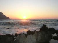 rapiti da un tramonto sul Golfo del Cofano (3) - 2 settembre 2007   - San vito lo capo (714 clic)