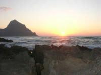 rapiti da un tramonto sul Golfo del Cofano (4) - 2 settembre 2007   - San vito lo capo (766 clic)