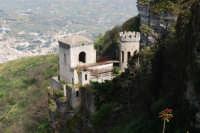 Torretta Pepoli ed uno scorcio della città di Valderice - 1 maggio 2008   - Erice (870 clic)