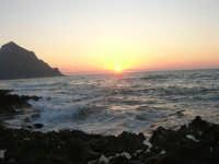 rapiti da un tramonto sul Golfo del Cofano (5) - 2 settembre 2007   - San vito lo capo (696 clic)