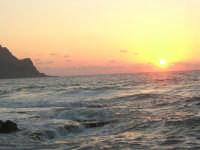 rapiti da un tramonto sul Golfo del Cofano (6) - 2 settembre 2007   - San vito lo capo (696 clic)