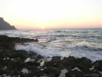 rapiti da un tramonto sul Golfo del Cofano (7) - 2 settembre 2007   - San vito lo capo (750 clic)