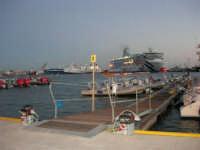 In occasione della Trapani Louis Vuitton Acts 8 & 9, vista sul porto - 1 ottobre 2005   - Trapani (1964 clic)