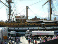 La nave scuola Amerigo Vespucci attraccata nel molo del porto, in occasione dell'America's Cup - 2 ottobre 2005  - Trapani (2121 clic)