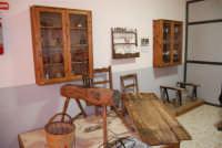 Museo etno-antropologico presso l'Istituto Comprensivo A. Manzoni (4)- 20 dicembre 2007  - Buseto palizzolo (995 clic)