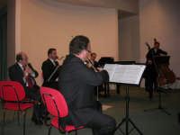 presso il Centro Congressi Marconi, il Concerto del Quintetto Caravaglios (maestri: Massimiliano Ramo al violino, Michele Lentini al flauto, Francesco Triolo al clarinetto, Arcangelo Gruppuso al pianoforte ed Antonello Camporeale al contrabbasso) (13) - 28 dicembre 2007   - Alcamo (1019 clic)
