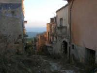 ruderi del paese distrutto dal terremoto del gennaio 1968 - 2 ottobre 2007   - Poggioreale (808 clic)