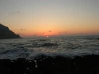 rapiti da un tramonto sul Golfo del Cofano (10) - 2 settembre 2007   - San vito lo capo (737 clic)