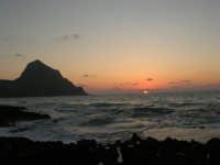 rapiti da un tramonto sul Golfo del Cofano (11) - 2 settembre 2007   - San vito lo capo (809 clic)