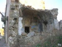 ruderi del paese distrutto dal terremoto del gennaio 1968 - 2 ottobre 2007   - Poggioreale (701 clic)