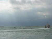 Vista sul porto: il cielo si rabbuia sull'America's Cup - 2 ottobre 2005   - Trapani (1864 clic)