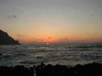 rapiti da un tramonto sul Golfo del Cofano (12) - 2 settembre 2007   - San vito lo capo (754 clic)