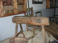 Museo etno-antropologico presso l'Istituto Comprensivo A. Manzoni (5)- 20 dicembre 2007  - Buseto palizzolo (1088 clic)