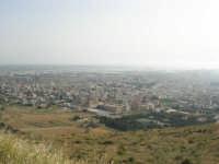 panorama dal monte Erice: la città di Trapani e le saline immerse nella foschia - 1 maggio 2008   - Trapani (830 clic)