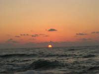 rapiti da un tramonto sul Golfo del Cofano (13) - 2 settembre 2007   - San vito lo capo (745 clic)