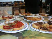 Cous Cous Fest 2007 - Expo Village - itinerario alla scoperta dell'artigianato, del turismo, dell'agroalimentare siciliano e dei Paesi del Mediterraneo - FestCalabriainGola: prodotti tipici calabresi - 28 settembre 2007       - San vito lo capo (1046 clic)