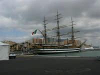 L'Amerigo Vespucci attraccata al porto in occasione della Trapani Louis Vuitton Act 8&9 - 2 ottobre 2005   - Trapani (2408 clic)