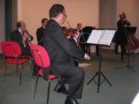 presso il Centro Congressi Marconi, il Concerto del Quintetto Caravaglios (maestri: Massimiliano Ramo al violino, Michele Lentini al flauto, Francesco Triolo al clarinetto, Arcangelo Gruppuso al pianoforte ed Antonello Camporeale al contrabbasso) (14) - 28 dicembre 2007   - Alcamo (974 clic)