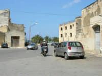 andando verso piazza Petrolo - 7 maggio 2006  - Castellammare del golfo (955 clic)