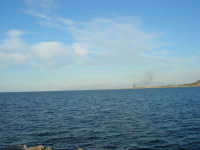 il mare ed all'orizzonte sono visibili le montagne che chiudono il Golfo di Castellammare, lato Palermo - 20 maggio 2007  - San vito lo capo (945 clic)