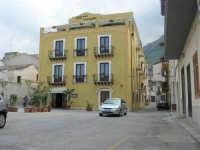 piazza Europa - Hotel La Piazzetta - 7 maggio 2006  - Castellammare del golfo (1123 clic)