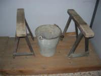 Museo etno-antropologico presso l'Istituto Comprensivo A. Manzoni (7)- 20 dicembre 2007  - Buseto palizzolo (843 clic)