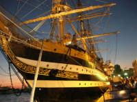 In occasione della Trapani Louis Vuitton Acts 8 & 9, l'Amerigo Vespucci ormeggiata al porto - 1 ottobre 2005   - Trapani (2766 clic)