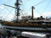 La nave scuola Amerigo Vespucci attraccata al molo del porto, in occasione dell'America's Cup - 2 ottobre 2005  - Trapani (10205 clic)