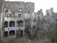 ruderi del paese distrutto dal terremoto del gennaio 1968 - 2 ottobre 2007   - Poggioreale (1284 clic)