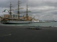 L'Amerigo Vespucci attraccata al porto in occasione della Trapani Louis Vuitton Acts 8&9 - 2 ottobre 2005   - Trapani (1833 clic)
