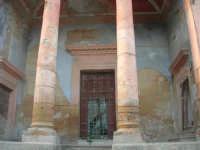 ruderi del paese distrutto dal terremoto del gennaio 1968 - 2 ottobre 2007   - Poggioreale (770 clic)