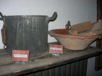Museo etno-antropologico presso l'Istituto Comprensivo A. Manzoni (10)- 20 dicembre 2007  - Buseto palizzolo (876 clic)