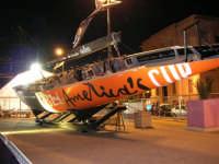 America's Cup Park sul lungomare: barca in esposizione - 1 ottobre 2005   - Trapani (2380 clic)