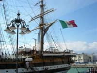 La nave scuola Amerigo Vespucci attraccata al molo del porto, in occasione dell'America's Cup - 2 ottobre 2005  - Trapani (3862 clic)