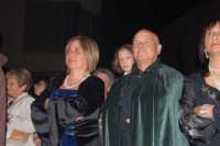 Festeggiamenti Maria SS. dei Miracoli - Due dei partecipanti al Corteo dei Conti di Modica in Piazza Castello - 20 giugno 2008   - Alcamo (1094 clic)