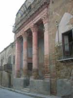 ruderi del paese distrutto dal terremoto del gennaio 1968 - 2 ottobre 2007   - Poggioreale (875 clic)
