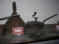 Museo etno-antropologico presso l'Istituto Comprensivo A. Manzoni (12)- 20 dicembre 2007  - Buseto palizzolo (1039 clic)