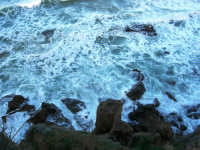 zona Campana: il mare si infrange sugli scogli - 4 febbraio 2007  - Castellammare del golfo (843 clic)