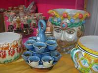 Cous Cous Fest 2007 - Expo Village - itinerario alla scoperta dell'artigianato, del turismo, dell'agroalimentare siciliano e dei Paesi del Mediterraneo - ceramiche - 28 settembre 2007       - San vito lo capo (1014 clic)