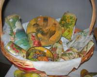 esposizione di oggetti dell'artigianato locale nei pressi del Presepe Vivente di Custonaci nella grotta preistorica di Scurati (grotta Mangiapane) (4) - 26 dicembre 2007   - Custonaci (1185 clic)