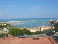 Lo splendido panorama di cui si può godere affacciandosi ad una finestra del plesso Diego Buccellato Galatioto - 10 ottobre 2006    - Castellammare del golfo (791 clic)