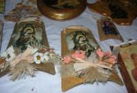 esposizione di oggetti dell'artigianato locale nei pressi del Presepe Vivente di Custonaci nella grotta preistorica di Scurati (grotta Mangiapane) (5) - 26 dicembre 2007   - Custonaci (1332 clic)