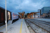 stazione ferroviaria - visita a IL TRENO DELL'ARTE -  Museo per un Giorno - (48) - 13 ottobre 2007  - Trapani (1644 clic)