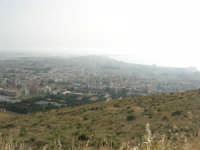 panorama dal monte Erice: la città di Trapani e le saline immerse nella foschia - 1 maggio 2008   - Trapani (802 clic)