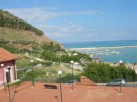 Lo splendido panorama di cui si può godere affacciandosi ad una finestra del plesso Diego Buccellato Galatioto - 10 ottobre 2006  - Castellammare del golfo (781 clic)