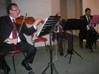 presso il Centro Congressi Marconi, il Concerto del Quintetto Caravaglios (maestri: Massimiliano Ramo al  violino, Michele Lentini al flauto e Francesco Triolo al clarinetto) (17) - 28 dicembre 2007   - Alcamo (988 clic)