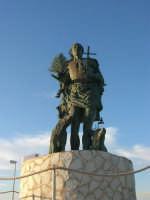 al porto la statua di San Vito Martire, a protezione dei pescatori  - 20 maggio 2007  - San vito lo capo (1707 clic)